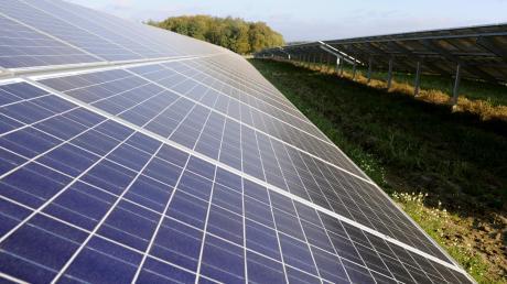 Der Gemeinderat in Huisheim hat sich mit einem möglichen Solarpark beschäftigt.