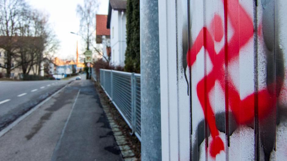 Polizeibericht Hakenkreuz An Wand Gesprüht Nachrichten Aichach