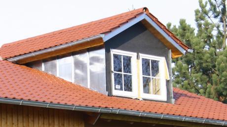 """Ein Antrag auf Einbau einer Dachgaube ist Anlass für den Sielenbacher Gemeinderat, darüber nachzudenken, ob der Bebauungsplan """"Am Weiherbach"""" aktualisiert werden sollte."""