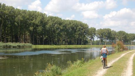Entlang des Lechs, wie hier kurz vor der Staustufe Ellgau, finden Radler schöne Wege. Die Bayerischen Elektrizitätswerke wollen das Wegenetz ausbauen und mehr Zugänge zum Fluss schaffen.