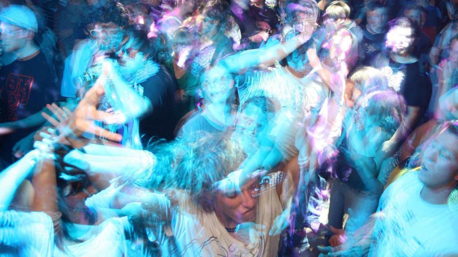 Fußboden Fröhlich ~ South carolina fußboden gibt unter partygästen nach promis