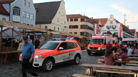 Die Mittelalterlichen Markttage in Aichach waren schon vorbei, da passierte beim Abbau ein schwerer Unfall. Vier Helfer wurden verletzt.