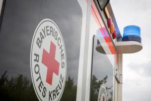 Stoppschild missachtet: Frau wird aus Auto geschleudert und schwer verletzt