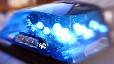 Die Polizei sucht nach Zeugen, die in der Nacht von Sonntag auf Montagam Autohof den Vorfall beobachtet haben.