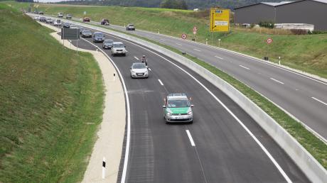 Der Verkehr zwischen der Anschlussstelle Gallenbach und Dasing auf der B300 wird am Montag umgeleitet.