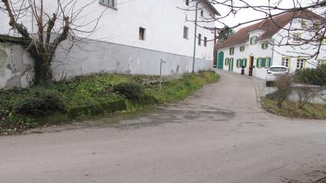 Zweieinhalb Millionen Euro muss die Gemeinde Obergriesbach in Zahling investieren. So viel Geld ist voraussichtlich nötig für die Erneuerng von Kanal- und Wasserleitungen sowie den Straßenbau; wie hier in der Brunnenstraße (Vordergrund) und im Rosenweg.