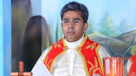 Pater Juston Nambelil begeht sein 25. Priesterjubiläum zweimal – einmal in Indien (unser Foto) und am kommenden Sonntag in Dasing.