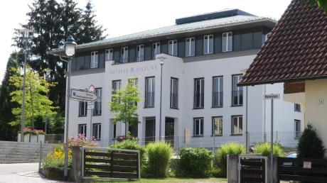 Die Verwaltung der Gemeinde Aindling, Todtenweis und Petersdorf kostet viel Geld.