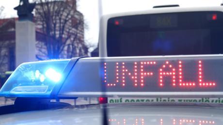 Ein 88-jähriger Mann ist am Montag bei einem Unfall an einem Bahnübergang in Markt Indersdorf gestorben. Symbolbild