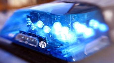 Die Polizei Friedberg meldet einen schweren Unfall von einer Baustelle in Freienried (Eurasburg).