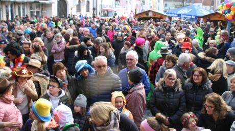 Viel los war am Samstag auf dem Stadtplatz beim Faschingstreiben.