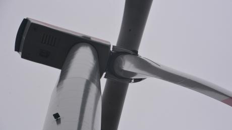 Gegen vier geplante Windräder im Hagenauer Forst regt sich Widerstand. (Symbolbild)
