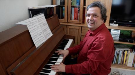 Sein Klavier ist für Stefan Immler aus Aichach Arbeitsplatz und Rückzugsort zugleich.