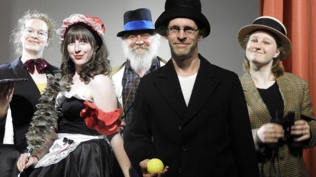 Das Ensemble des Pegasus-Theaters veranstaltet ein viertägiges Theaterfestival im Konferenzgebäude der Firma Bauer in Schrobenhausen.