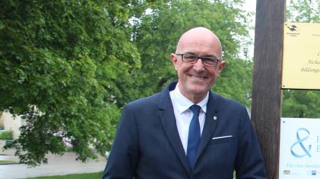 Andreas Michel (Mitte) ist Leiter der Geschäftsstelle der Gesundheitsregion plus im Landkreis Aichach-Friedberg. Am 2. Mai trat er seine Stelle an. Bei der offiziellen Vorstellung begrüßten ihn Landrat Klaus Metzger (links) und Friedrich Pürner (rechts), Leiter des Gesundheitsamtes.