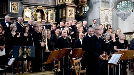 Kirchenmusik in Maria Birnbaum: Nicht nur der Musikalische Leiter Rudolf Drexl (rechtes Bild) freut sich darauf.
