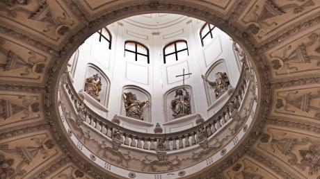 Auch die Apostel im Turm der Wallfahrtskirche Maria Birnbaum hören zu, wenn am morgigen Sonntag die Woche der Kirchenmusik die Wallfahrtskirche bei drei Konzerten und fünf Gottesdiensten zum Klingen bringen wird.