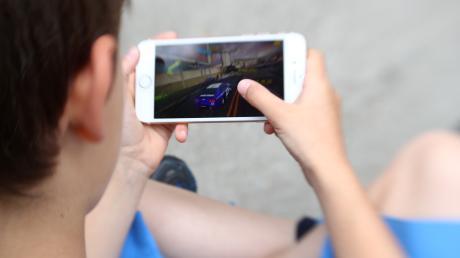 Kinder und Smartphones: Wie sieht der richtige Umgang damit aus?