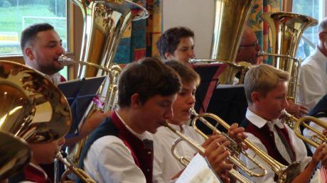 Beim Brunnenhofkonzert in Obergriesbach präsentierten die Musiker ein breites Repertoire.
