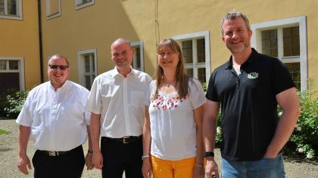 Das alte und neue Pfarrei-Team in Roggenburg: Pater Ulrich Sonnenmoser, Pater und Subprior Johannes-Baptist Schmid, Mitarbeiterin Marion Pistracher und Pater Ulrich Keller.