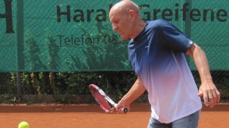 Günter Seelos sagt selbst von sich, dass er beim Tennis nicht so gut sei. Mit den Herren 55 des TC Aichach spielt er immerhin Bayernliga . . . .