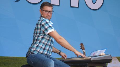 """Stefan Otto hat beim Kabarettfrühschoppen """"ois dabei""""."""