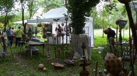 15 Aussteller boten Werke aus Weiden und Draht sowie Mosaik, Keramik und andere handgefertigte Waren beim Flechtermarkt in Baar an.