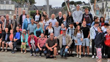 Zahlreiche Sielenbacher im Alter von zehn bis 75 Jahren besuchten ihre französischen Freunde in St.-Fraimbault-de-Prières. In Frankreich unternahmen sie viele Ausflüge, unter anderem in den Hafen von Auray (Bild).