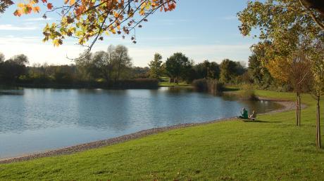 Im Thierhauptener See wäre beinahe ein Zehnjähriger ertrunken. er konnte nicht schwimmen.