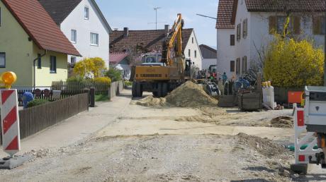 Im vergangenen Jahr wurde der Kanal gebaut, jetzt ist die Wasserleitung an der Reihe: Die Blumenthaler Straße in Klingen ist deshalb ab 11. September gesperrt. Der Verkehr wird über Wollomoos umgeleitet.