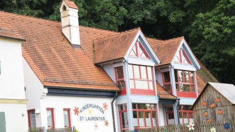 Die neue Kindertagesstätte für Baar kann noch nicht gleich gebaut werden, weil die Planung überarbeitet werden muss. So lange bleibt der Kindergarten St. Laurentius in Betrieb.