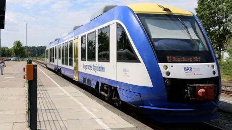 Wie die Paartalbahn verbessert werden könnte, war Thema eines Gesprächs von CSU-Landtagsabgeordneten mit Verkehrsminister Hans Reichhart. Peter Tomaschko fordert eine Teilelektrifizierung der Bahn zwischen Augsburg und Aichach. Derzeit betreibt die Bayerische Regiobahn die Paartalbahn mit Diesel-Triebwagen. (Archivfoto)