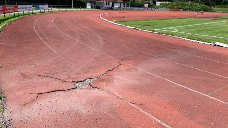 Dringend sanierungsbedürftig ist die Sportanlage Mering, die von Grundschule, Realschule und Gymnasium genutzt wird. Die Sanierung lässt allerdings noch immer auf sich warten.