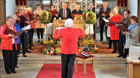 Der Chor der Singrunde unter der Leitung von Ursula Haggenmüller bereicherte mit Lob- und Dankesgesängen das Erntedankfest in Todtenweis.