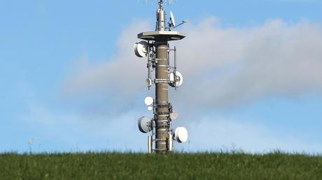 """Auf der """"grünen Wiese"""" mangelt es an Mobilfunkmasten."""