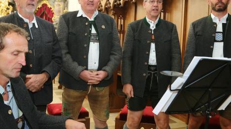 Markante Männerstimmen erklangen beim Auftritt der Gilchinger Sänger.