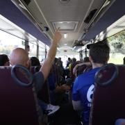 Der Fanklub Bibaschria 67ga organisierte zum Auswärtsspiel in landsberg einen Bus. Eine wilde Fahrt mit den Anhängers des FCP. Im Bus.
