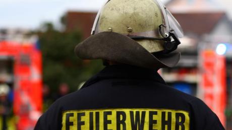 Die Feuerwehren aus Inchenhofen, Motzenhofen und Hollenbach löschten den Zimmerbrand in der Kornfeldstraße.