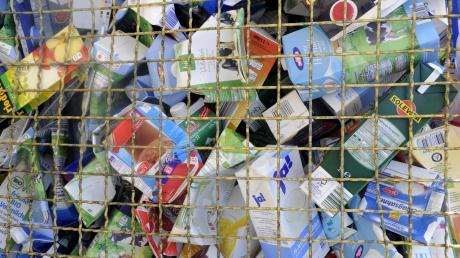Seit es die Gelbe Tonne im Landkreis Aichach-Friedberg gibt und Verpackungen abgeholt werden, werden am Wertstoffhof in Schiltberg weniger Wertstoffe abgegeben. Deshalb öffnet die Einrichtung künftig nur noch einmal pro Woche.