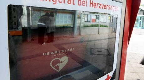 Für den Früh-Defibrillator an der Gemeindekanzlei ist ein neuer Kasten notwendig, der deutlich teuer kommt, als vermutet.