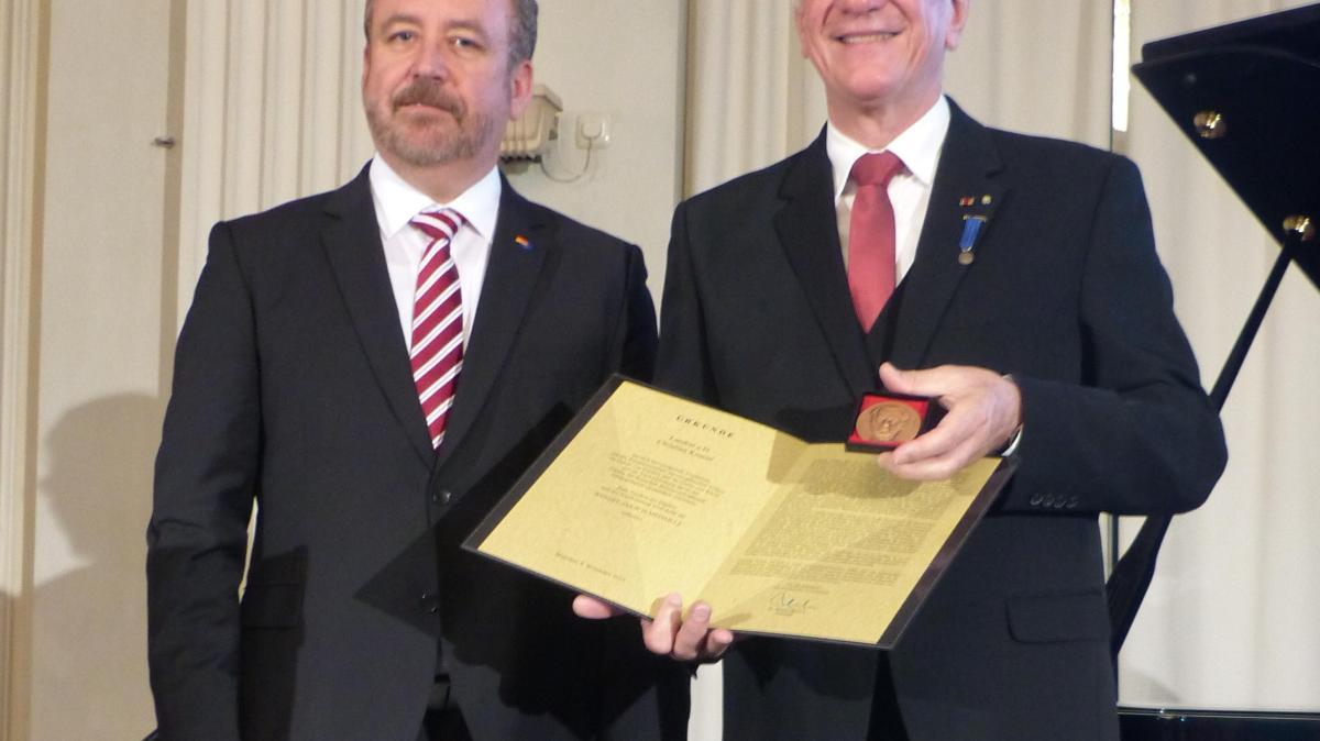 Bund der Vertriebenen ehrt Christian Knauer - Augsburger Allgemeine
