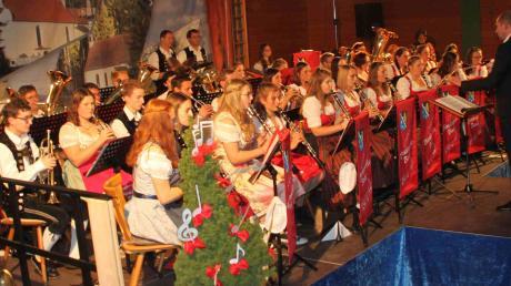 Mit Vasyl Zakopets am Dirigentenpult begeisterte die Blaskapelle Baar ihr Publikum in der Mehrzweckhalle.
