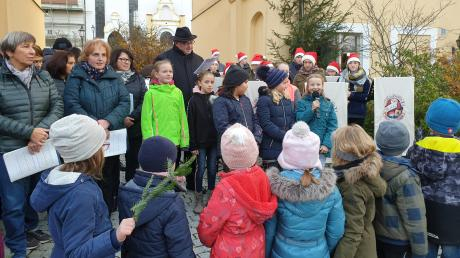 In weihnachtlichem Glanz und schön beleuchtet fand der Christkindlmarkt des Katholischen Frauenbundes in Inchenhofen statt.