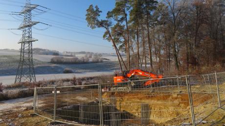 Im Wald nördlich des Rehlinger Ortsteils Gamling entsteht derzeit einer der beiden Tetrafunkmasten im Gemeindegebiet. Im Hintergrund ist das Baugebiet Rehling-Ost (Kapellenstraße) zu sehen.
