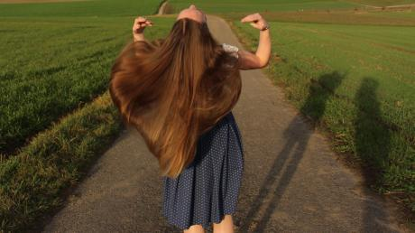 Verena Braunmüller hat Knochenmark gespendet und spendet demnächst auch zum zweiten Mal ihre Haare zur Herstellung von Echthaarperücken.
