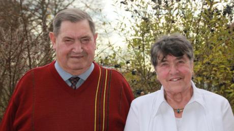 Mit dem 80. Geburtstag von Cilli Ottilinger aus Schnellmannskreuth und der goldenen Hochzeit bringen die beiden Jubilare Cilli und Alois 130 Jahre auf die Lebenswaage. Das wurde groß gefeiert. Foto: Vicky Jeanty