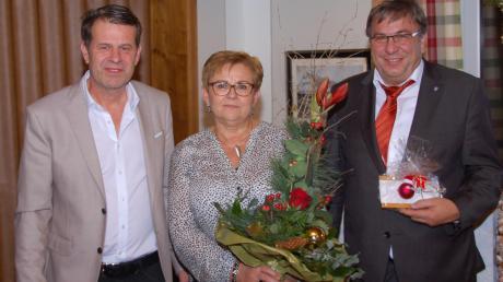 Fabian Streit (links) dankte Elisabeth und Josef Schreier in einer emotionalen Ansprache. Foto: Sabrina Rauscher