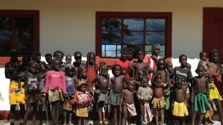 Die von den Mitarbeitern des Landratsamts in Donauwörth finanzierte Schule in Namibia ist bereits fertig. Foto: Stiftung Fly&Help