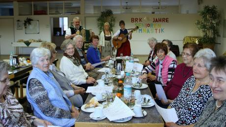 Die Griawigen sorgten beim 40. Geburtstag der BRK-Seniorengymnastik in Aichach musikalisch für gute Stimmung bei der Weihnachtsfeier.