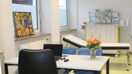 Bei der Eröffnung der Psychiatrischen Institutsambulanz konnten die Besucher auch einen Blick in das Behandlungszimmer werfen.
